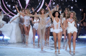 Victorias-Secret-Fashion-Show-2013-2014-77